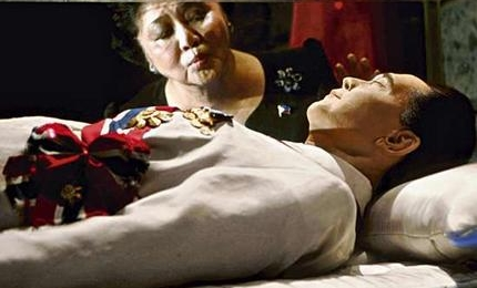 imelda-marcos-with-dead-body (from raissarobles.com)
