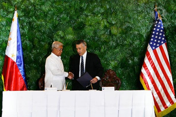 Sealing the Enhanced Defense Cooperation Agreement (EDCA) in 2014