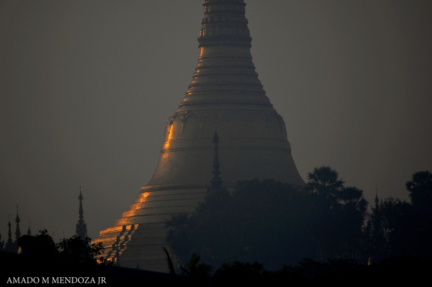 Dawn @ Shwedagon Pagoda