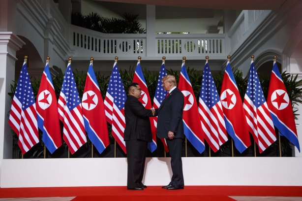 Trump Kim summit picture